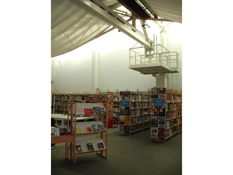 eclairage led d 39 une biblioth que addis lighting. Black Bedroom Furniture Sets. Home Design Ideas