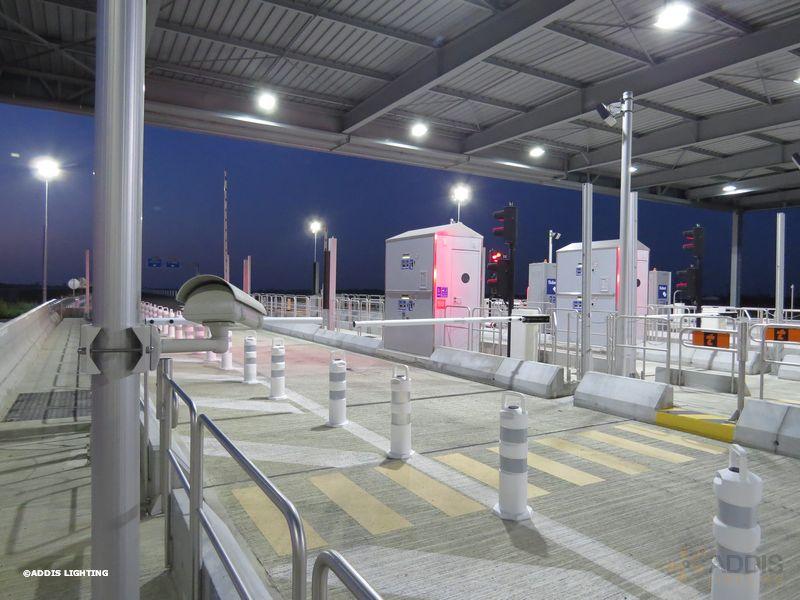 Eclairage led d'une gare de péage avec la Gamme AZURITE et la Gamme PYRITE