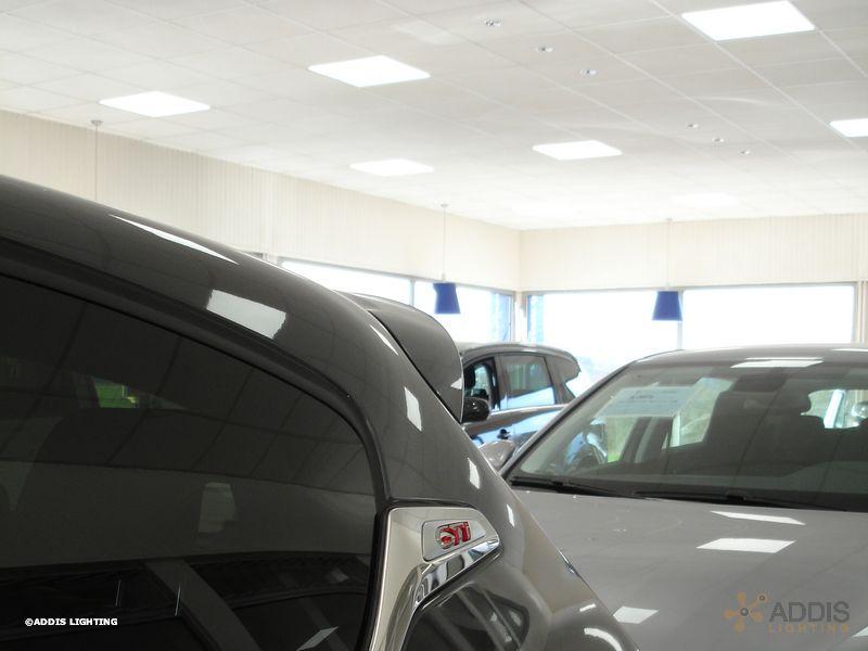 Eclairage LED d'une concession auto avec des dalles led LAZULI