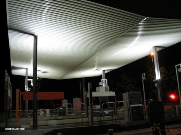 Eclairage LED d'une gare de péage avec la gamme PYRITE