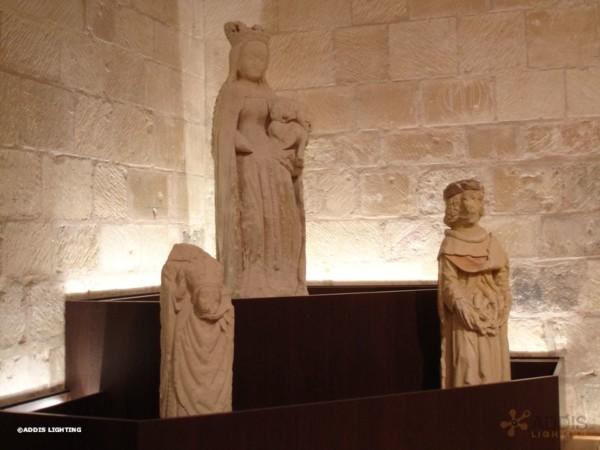 Eclairage led dans une église avec des stripled de la gamme SPINELE