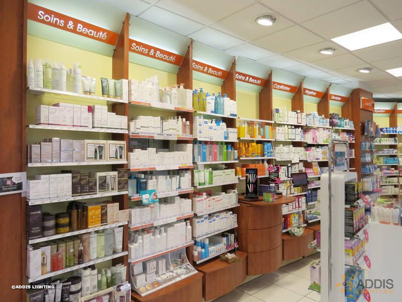 Eclairage d'accentuation à LED en pharmacie avec la gamme SHIVA