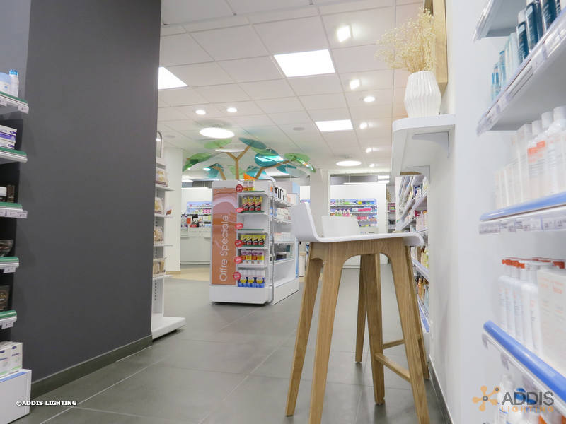 Utilisation de la gamme SHIVA pour de l'éclairage d'accentuation à LED en pharmacie