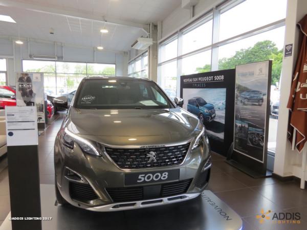 Eclairage LED d'une concession Peugeot Hyundai