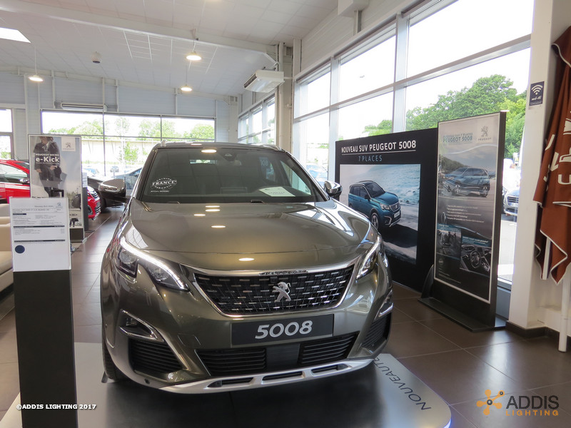 Eclairage LED d'une concession Peugeot Hyundai