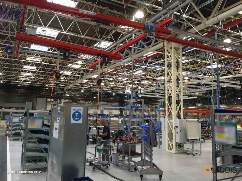 QUARTZ Compact avec réflecteur dans une usine de transmissions