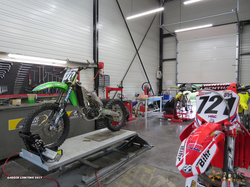 Eclairage Led d'une concession et d'un atelier moto-cross