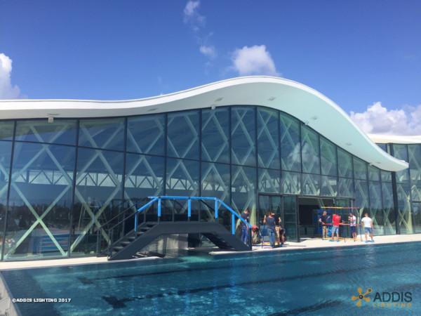 Equipement LED d'une piscine avec des AZURITE Canopy