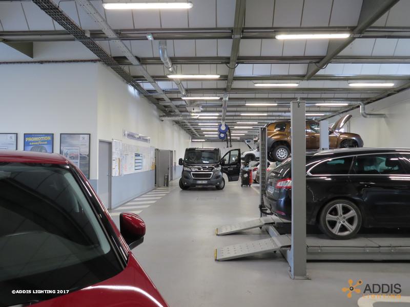 Caissons Led OPALINE pour une nouvelle concession Peugeot Citroen
