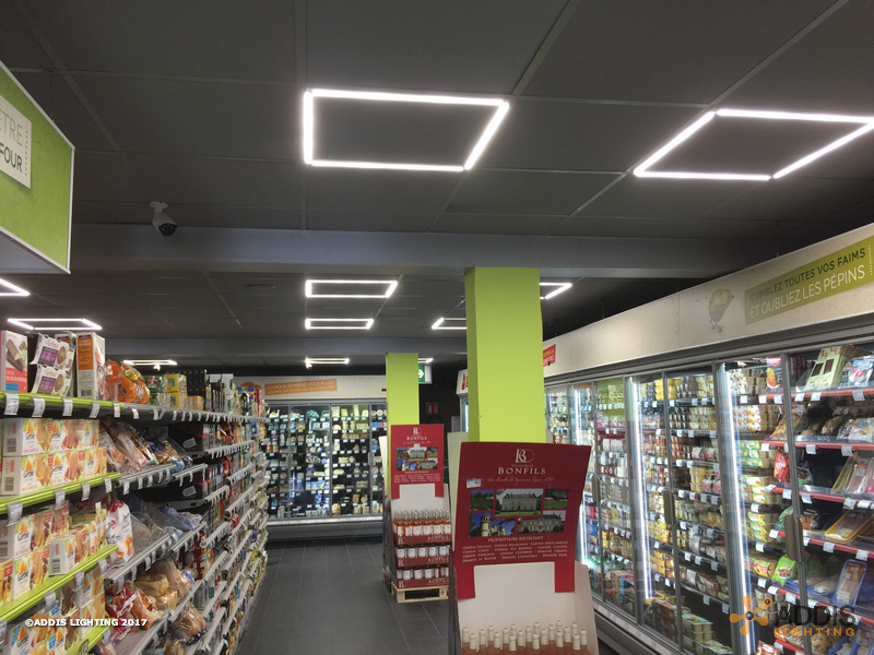 Dalle led Lazuli Pop pour l'éclairage d'un supermarché
