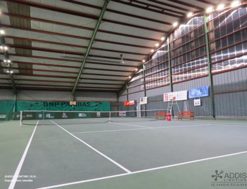 Relamping LED de l'éclairage de trois courts de tennis couvert avec la gamme AZURITE